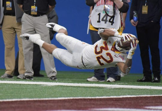 Iowa State Cyclones running back David Montgomery (32) scores during the fourth quarter against Washington in the 2018 Alamo Bowl.