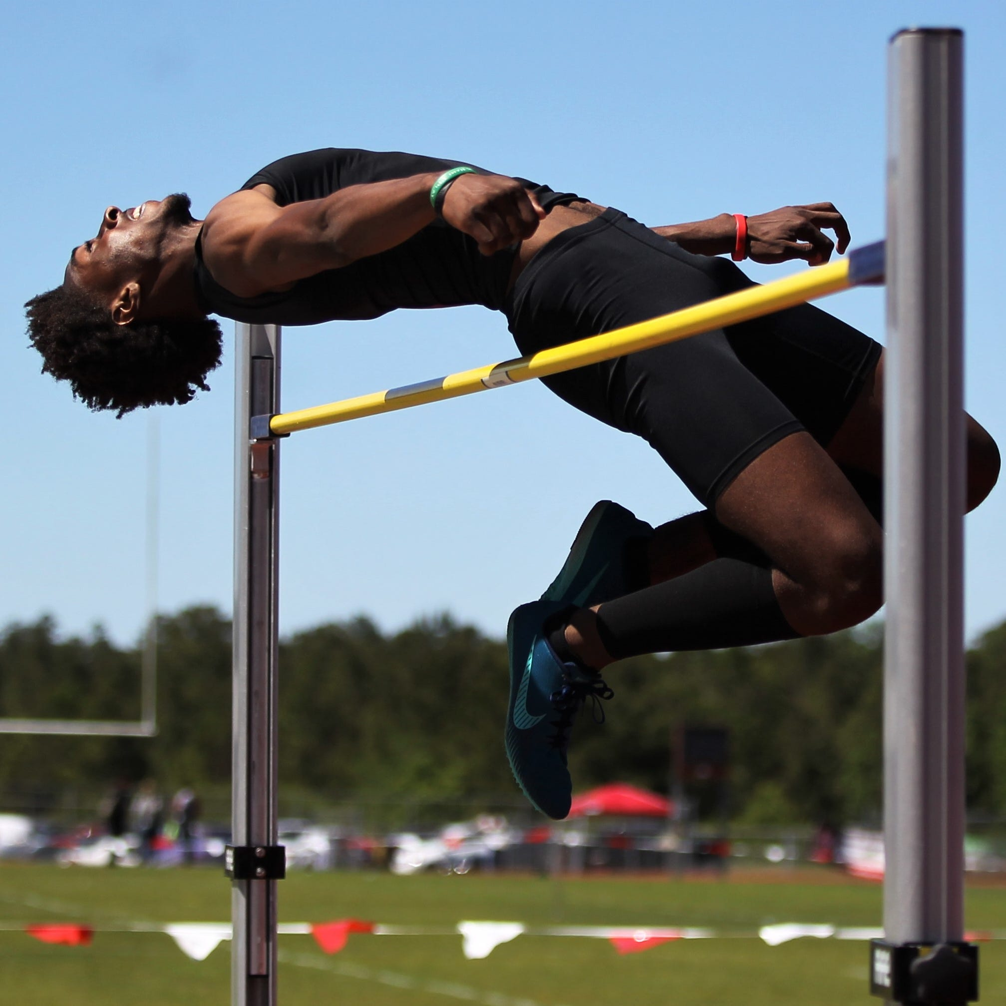 Track & Field: Area schools grind through challenging district meets