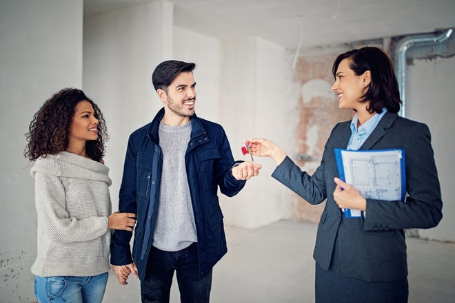 Long-term interest rates will be in the benefit of homeowners, according to finance professionals.