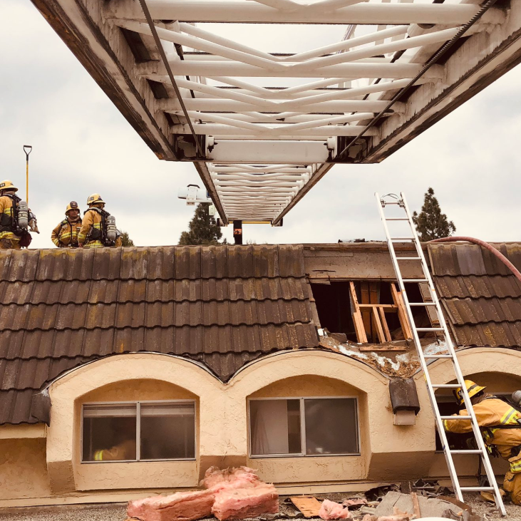 4 adults displaced by fire at Thousand Oaks condo complex