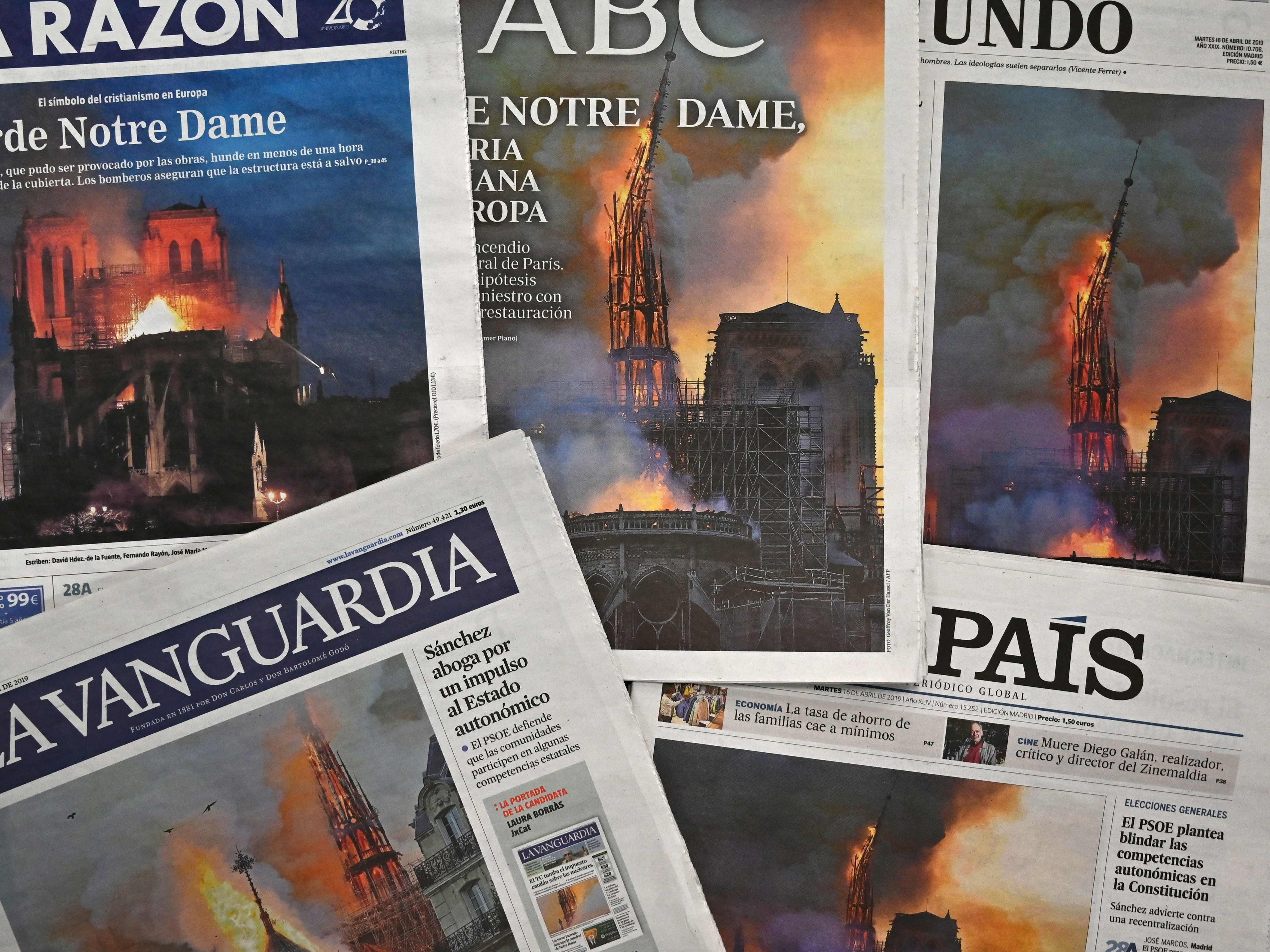 Spanish daily newspapers with front page coverage of the Notre-Dame Cathedral fire in Paris.