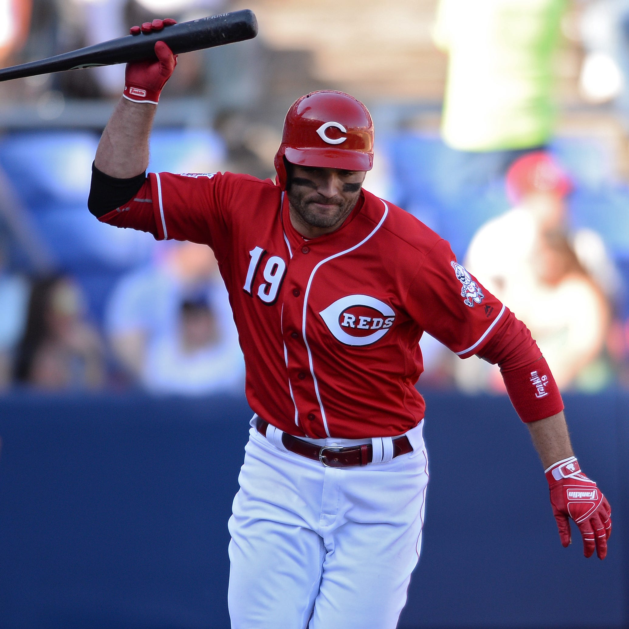 Cincinnati Reds' Joey Votto pops out to first base for first time in his career against Los Angeles Dodgers