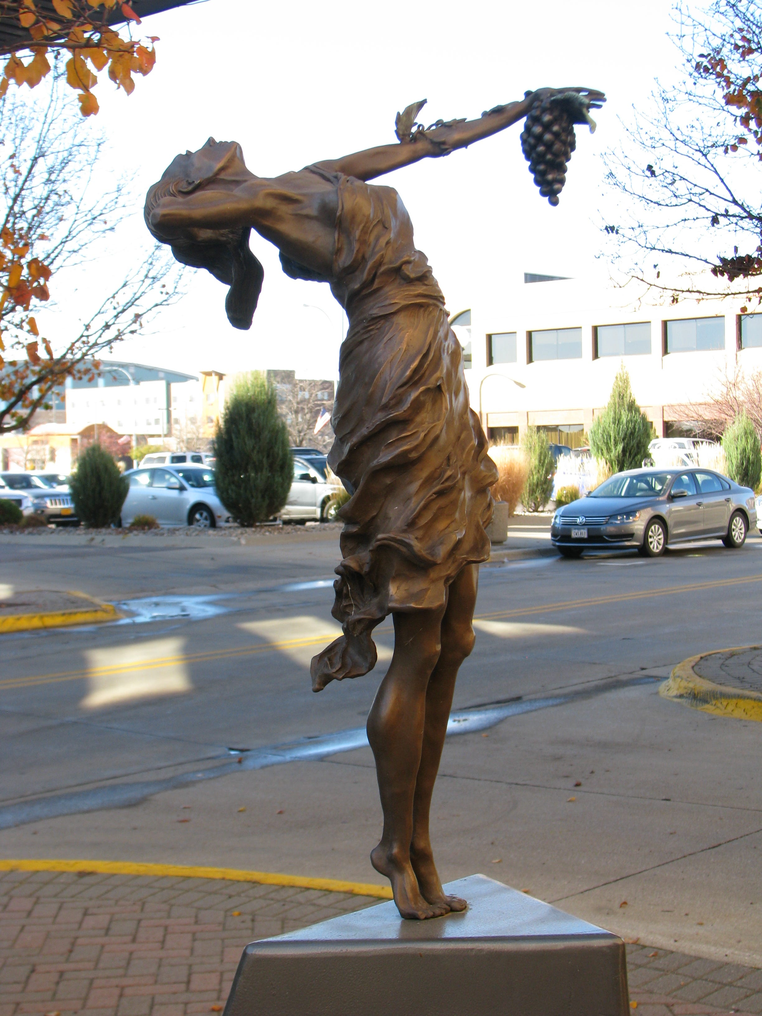 The 'Goddess of Grapes' caper: Homeless Iowa woman recovers and returns stolen sculpture to Sioux City Art Center
