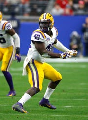 Former LSU star Devin White (40) would give the Lions a strong pairing at linebacker, along with Jarrad Davis.