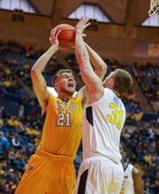 Former Zionsville and Valparaiso big man Derrik Smits is on the transfer market.