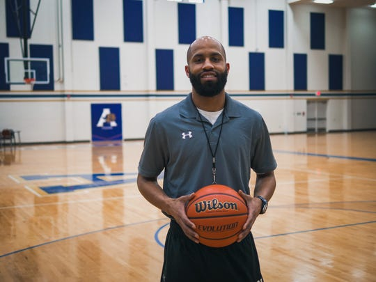 Arlington boys basketball coach Maurice Miller