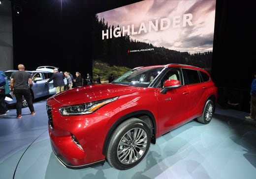 New York Auto Show Vehicle Debuts Toyota Highlander Redesigned