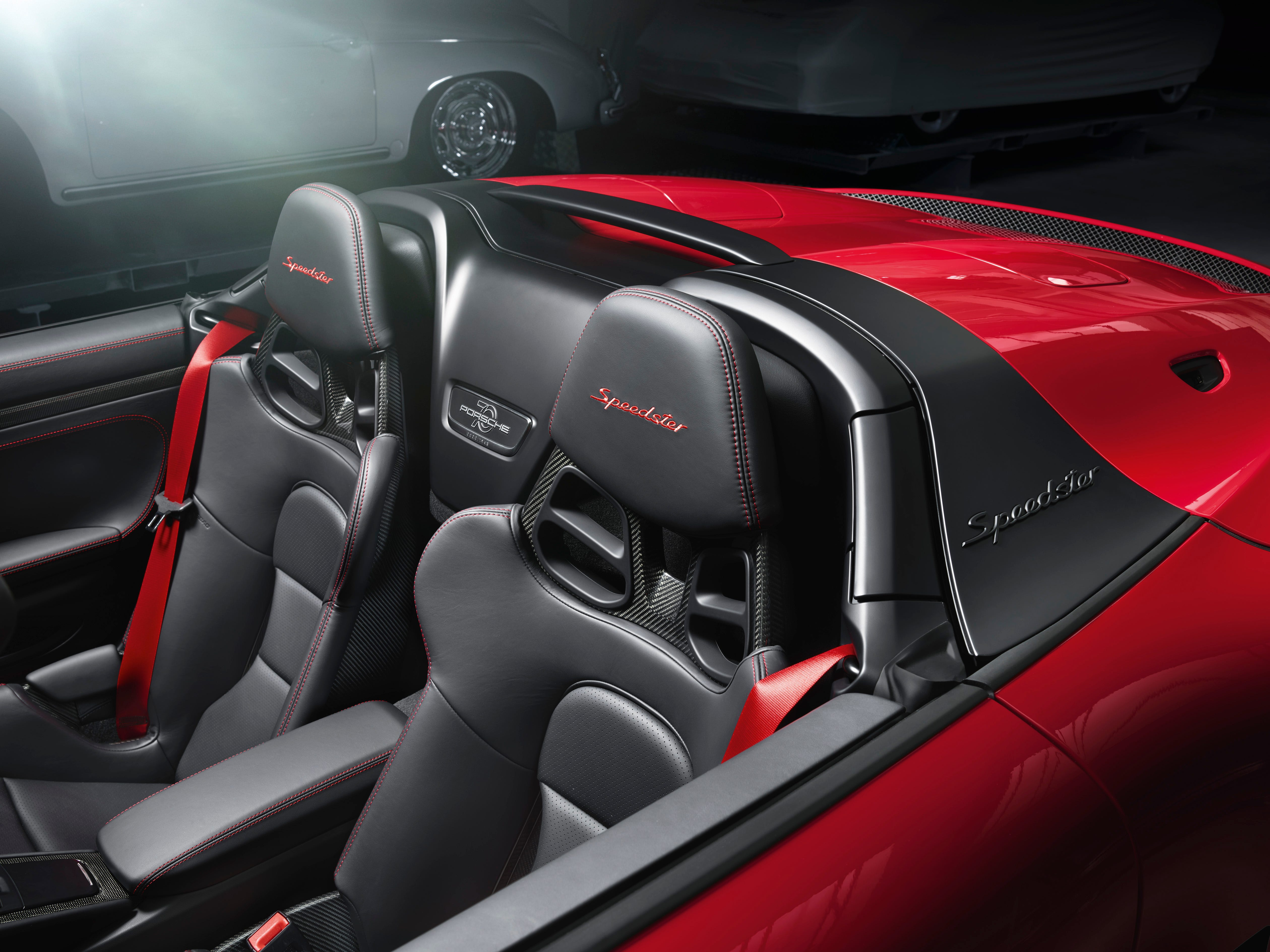 "With low-slung windows, a ""double bubble"" behind the headrests and a lightweight fabric top, the 911 Speedster is almost a spitting image of the concept vehicle the company showed in Paris last year to celebrate its 70th anniversary."