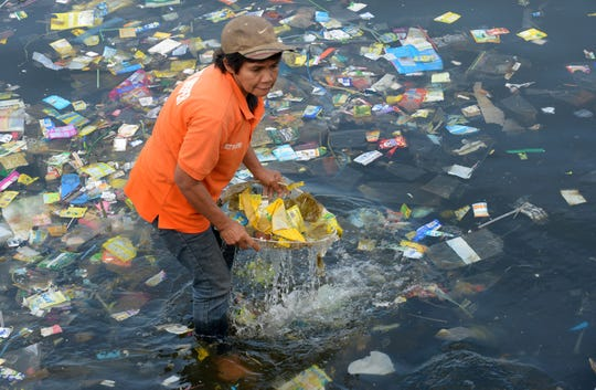 Plastic bags and other rubbish are collected from the waters of Manila Bay in the Philippines on July 3, 2014 during a campaign by environmental activists and volunteers calling for a ban of the use of plastic bags.