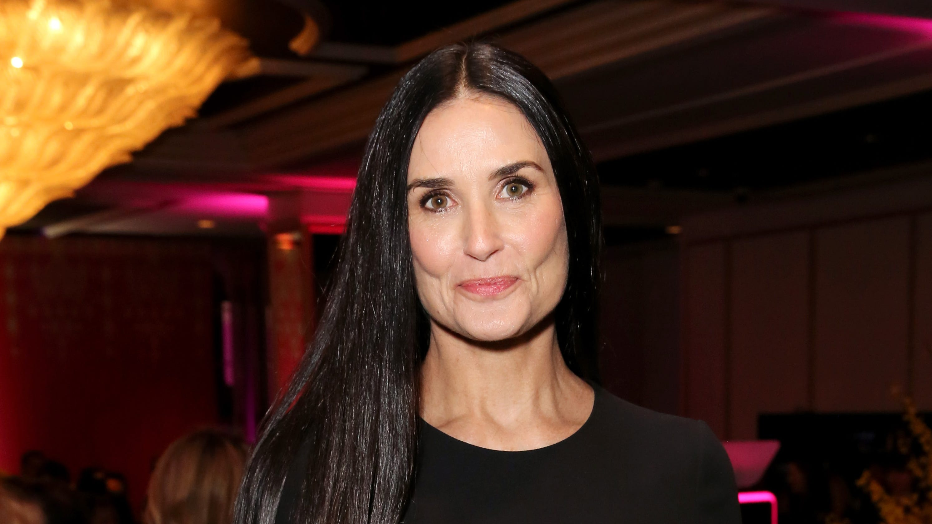 Demi Moore turns her l...