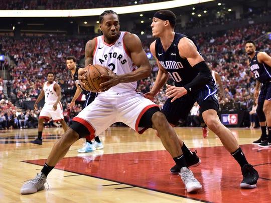 Raptors forward Kawhi Leonard (2), working on Magic forward Aaron Gordon (00), scored 37 points to pace Toronto in Game 2.