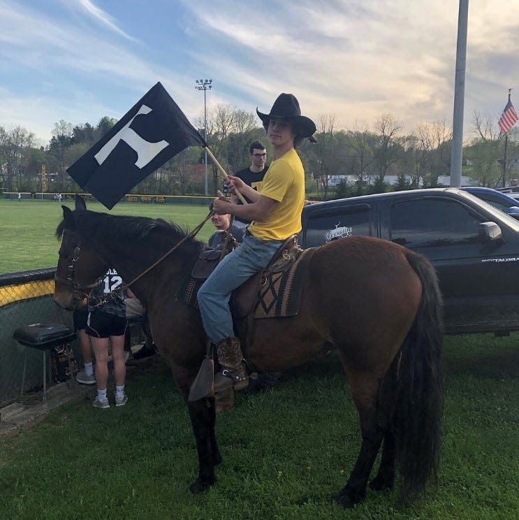 Spur of the moment: Tuscola sophomore rides horse to rivalry baseball game