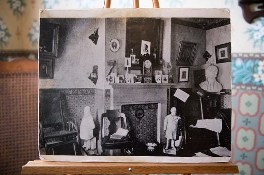 A printed image showing the front parlor room inside Walt Whitman's home in Camden, N.J.
