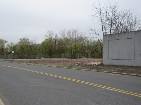 A plan to build 40 apartments on the former United Dyes site on Orlando Drive in Raritan Borough will be  returning to the planning board this month.