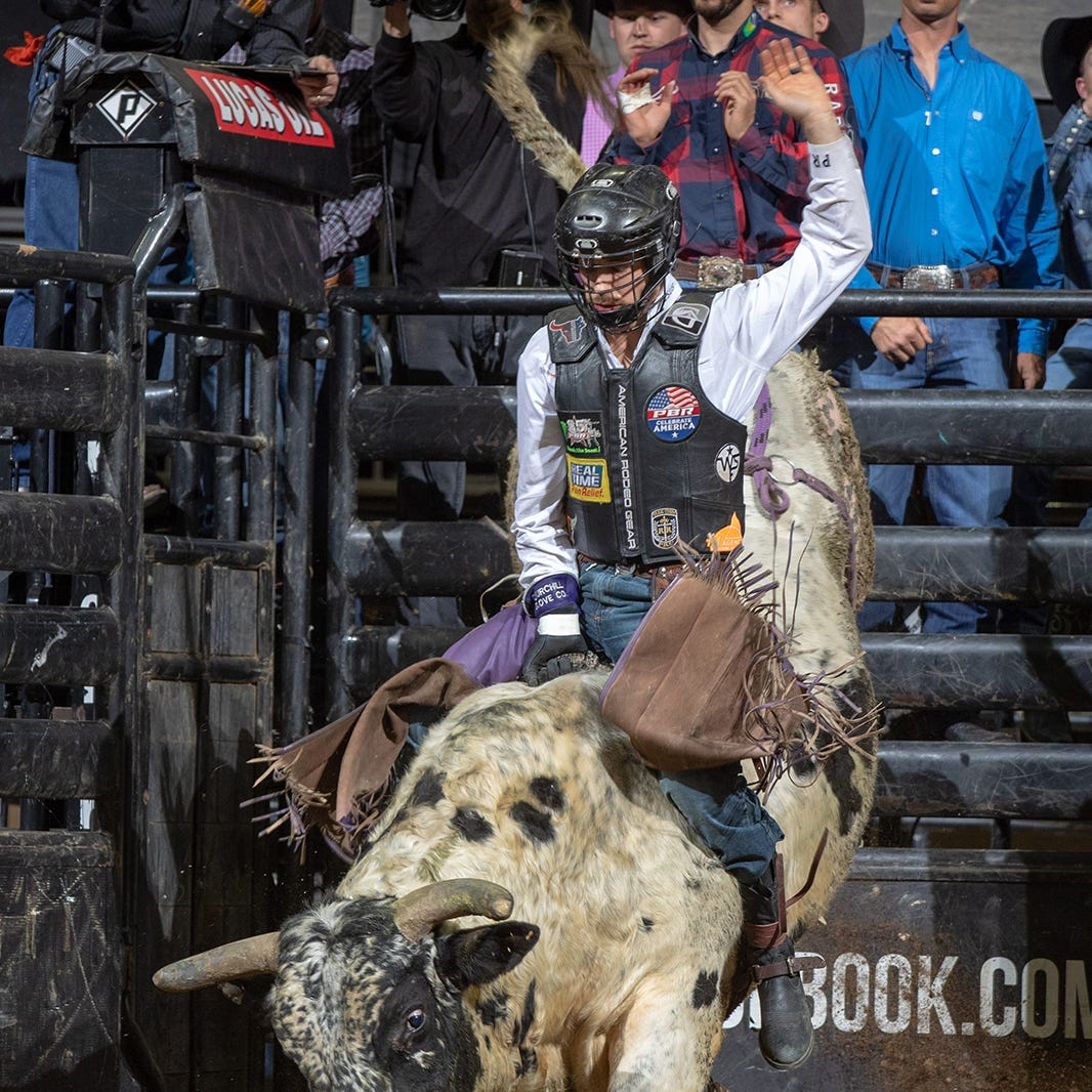 Man vs. beast: The toughest sport on dirt returns to Des Moines
