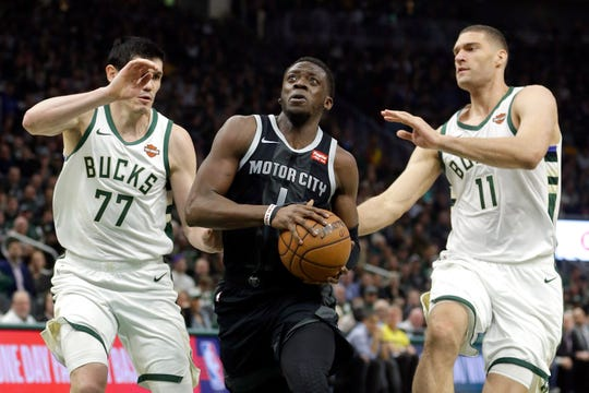 Reggie Jackson drives between Ersan Ilyasova (77) and Brook Lopez (11) during the first half of Game 2 on Wednesday in Milwaukee.