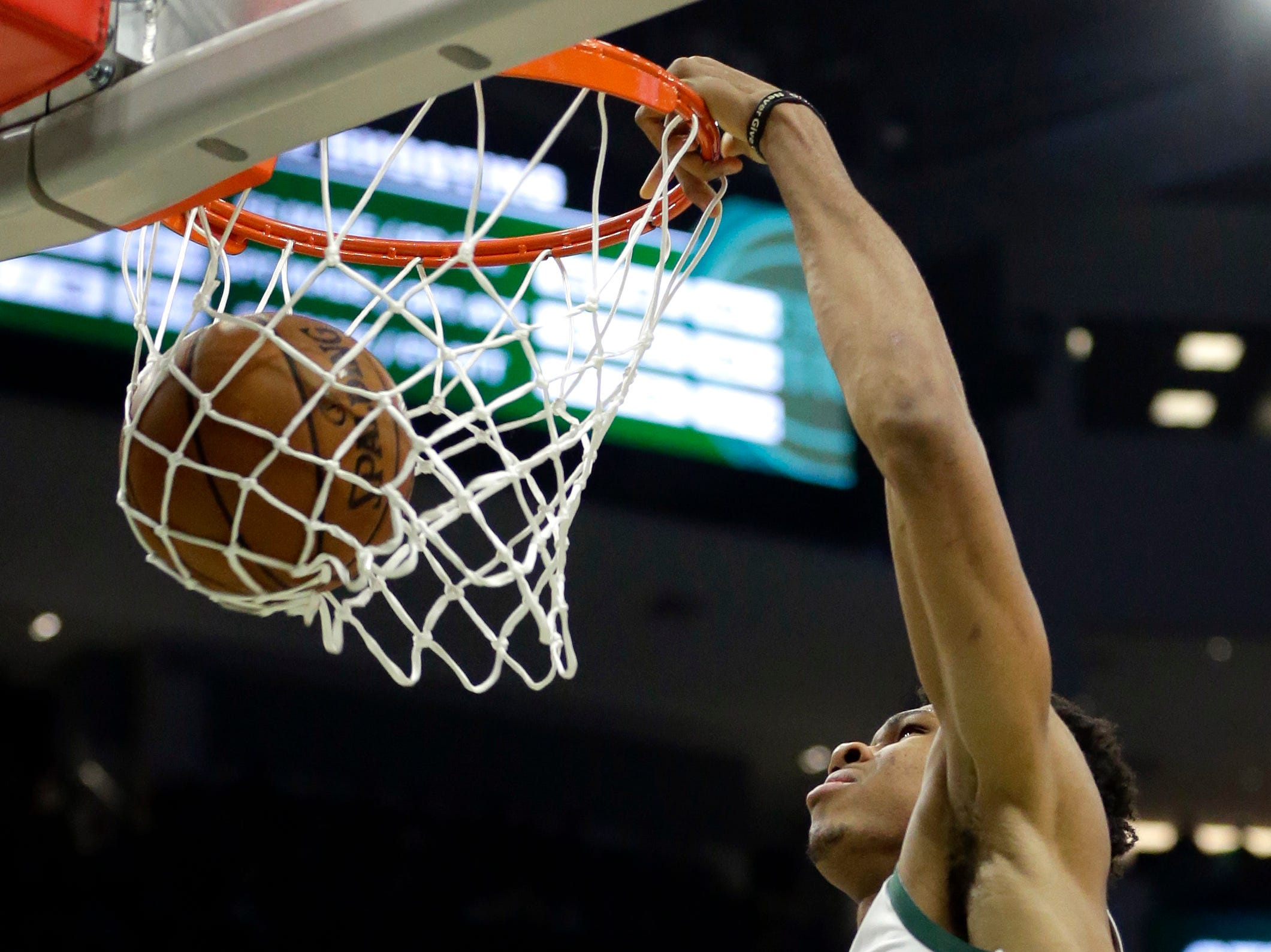 Milwaukee Bucks' Giannis Antetokounmpo dunks during the second half.