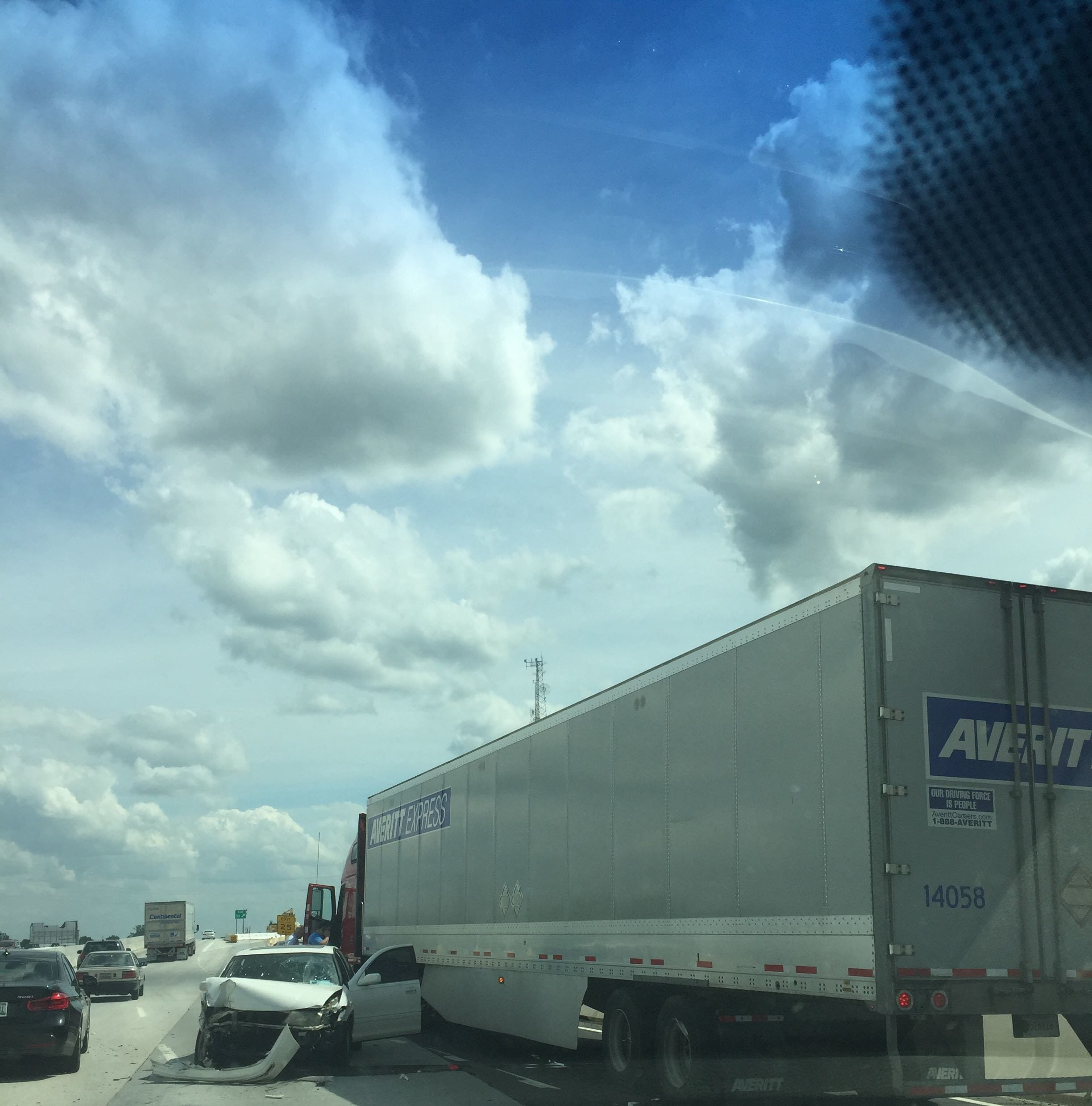 Wreck blocks traffic on I-385 in Greenville County
