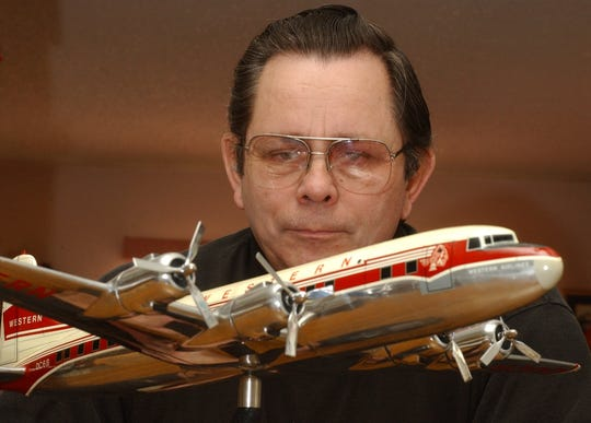 Bary Poletto posed in 2003 before a steel replica of a Douglas DC6 B Western Airlines plane. It is one of the jewels of the Poletto Collection, which for 40 years has been on display at the Great Falls International Airport.