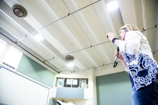 University of Iowa graduate student Cinnamon Kleeman conducts during an Oakdale Community Choir practice on Tuesday, April 16, 2019, at Oakdale Prison in Coralville, Iowa.