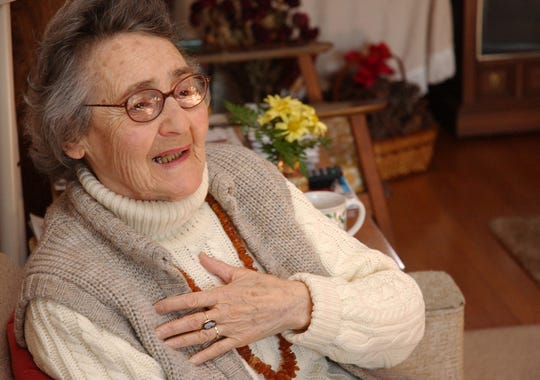 Mira Kimmelman, 81, of Oak Ridge, recounts her ordeals in the concentration camp at Auschwitz on Jan. 18, 2005.
