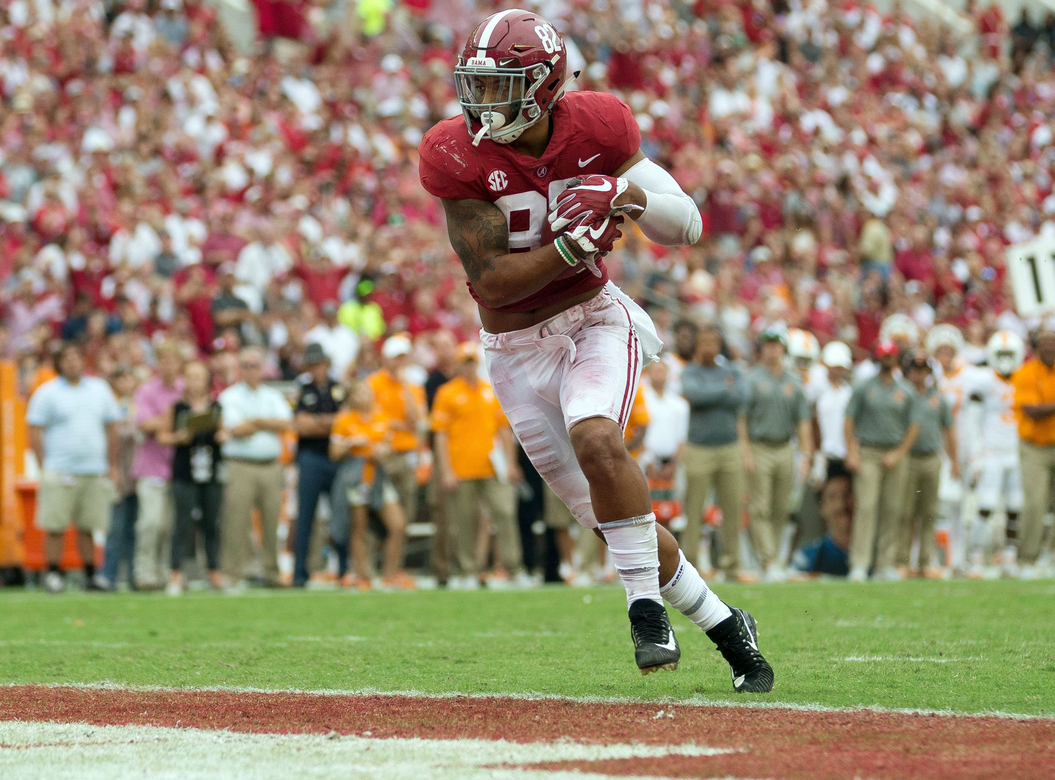 Oct 21, 2017; Tuscaloosa, AL, USA; Alabama Crimson Tide tight end Irv Smith Jr. (82) catches a pass for a touchdown during the third quarter against Tennessee Volunteers at Bryant-Denny Stadium. Mandatory Credit: Marvin Gentry-USA TODAY Sports