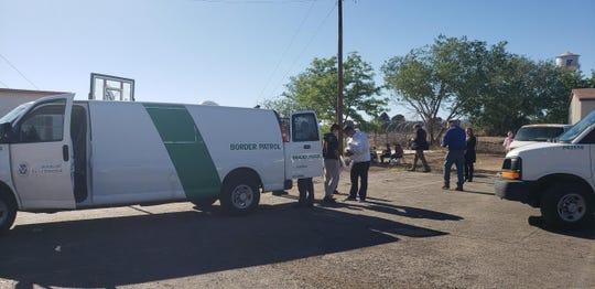 The U.S. Border Patrol drops off 24 asylum seekers on April 18, 2019 in Las Cruces.