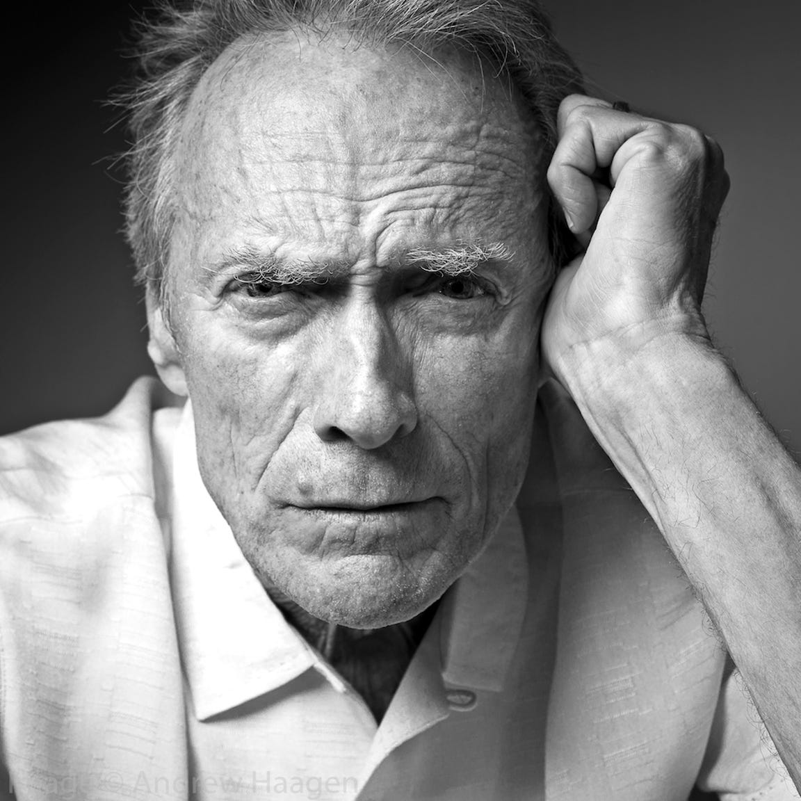 Clint Eastwood enjoyed photographer Andrew Haagen's dog in the photo tent.