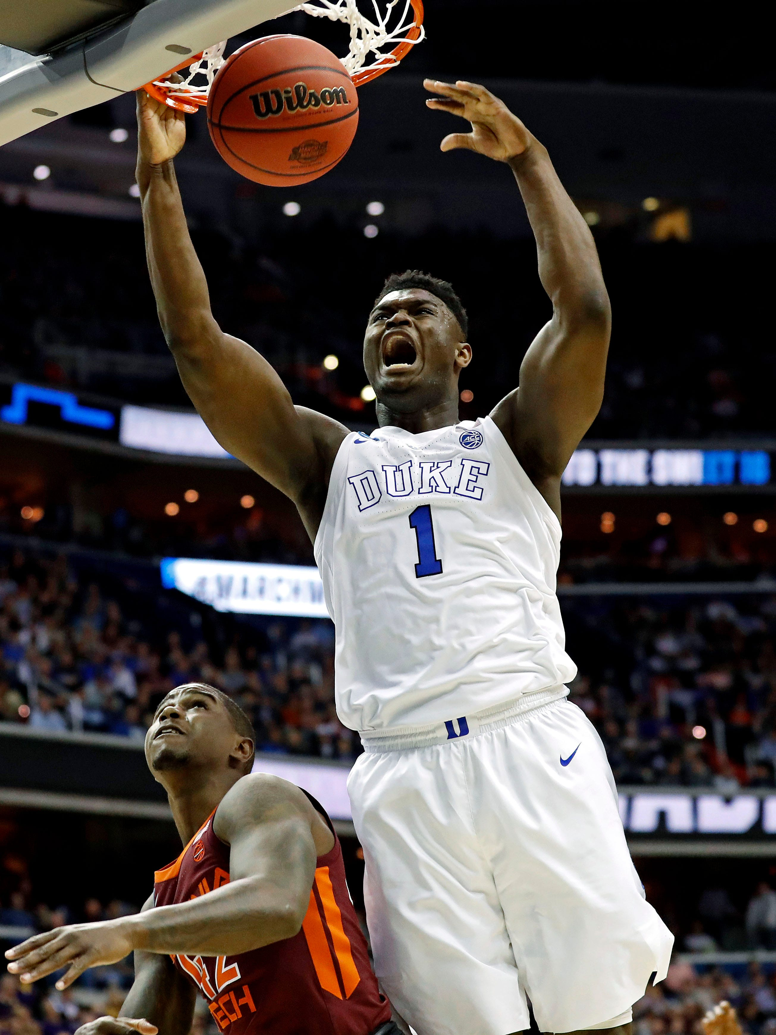 Zion Williamson dunks during the Sweet 16.