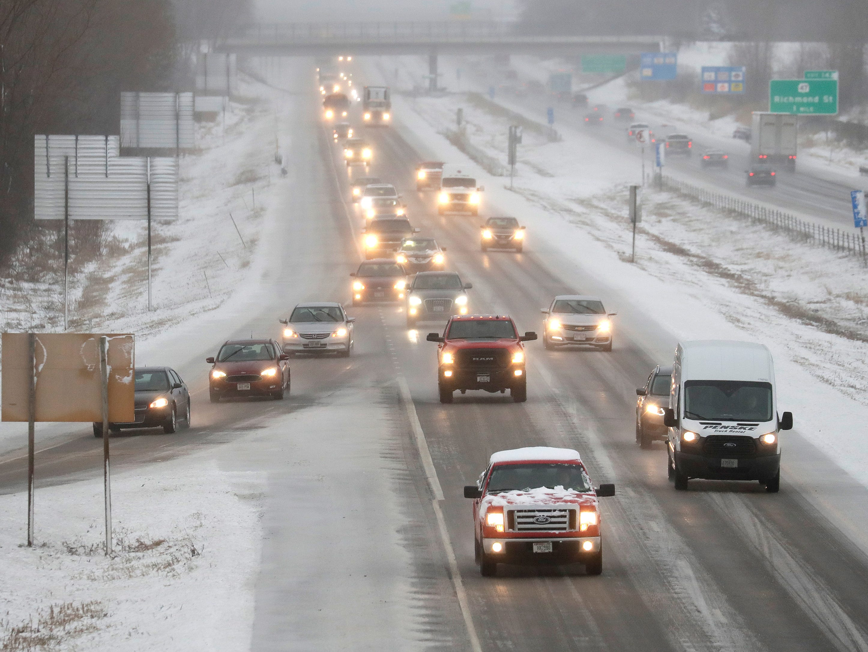 Traffic moves slowly along northbound on I-41 during a spring snow storm Thursday, April 11, 2019, in Appleton, Wis. Dan Powers/USA TODAY NETWORK-Wisconsin