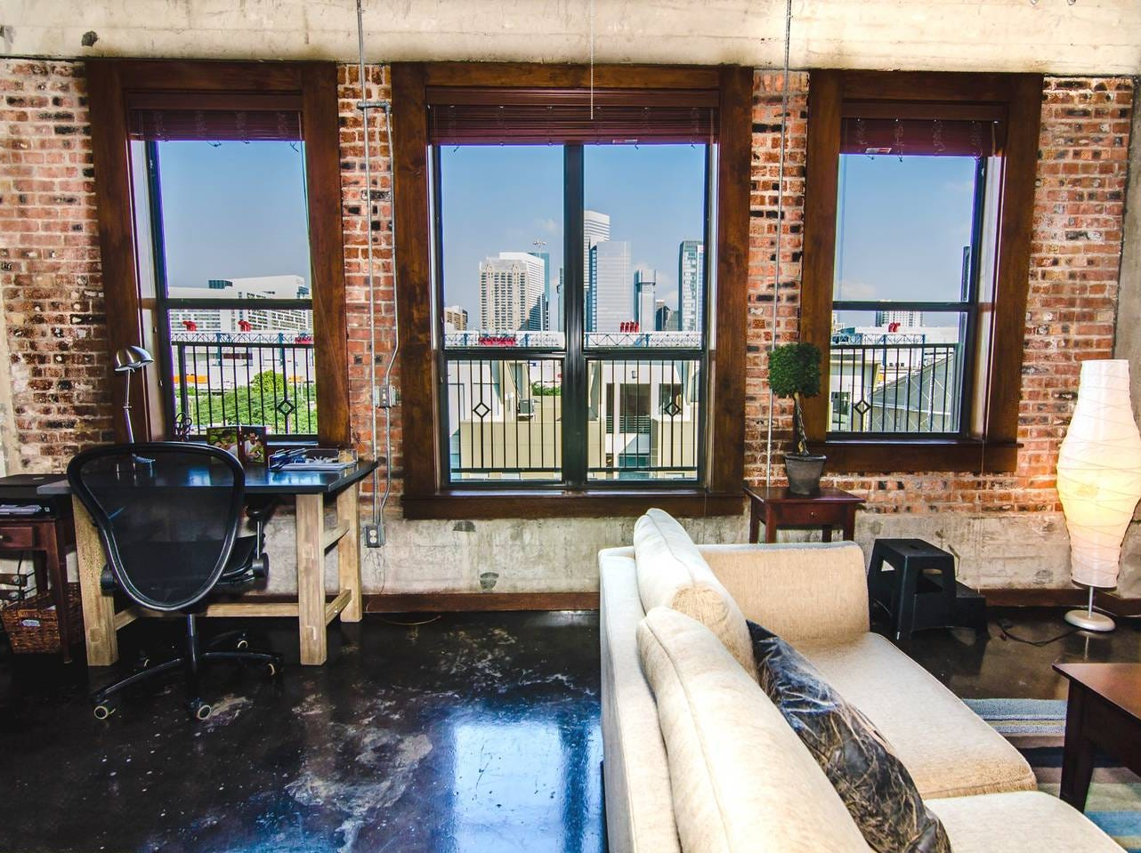 This studio loft is located in the heart of downtown Houston. It's industrial look will have guests amazed by its modern styling.
