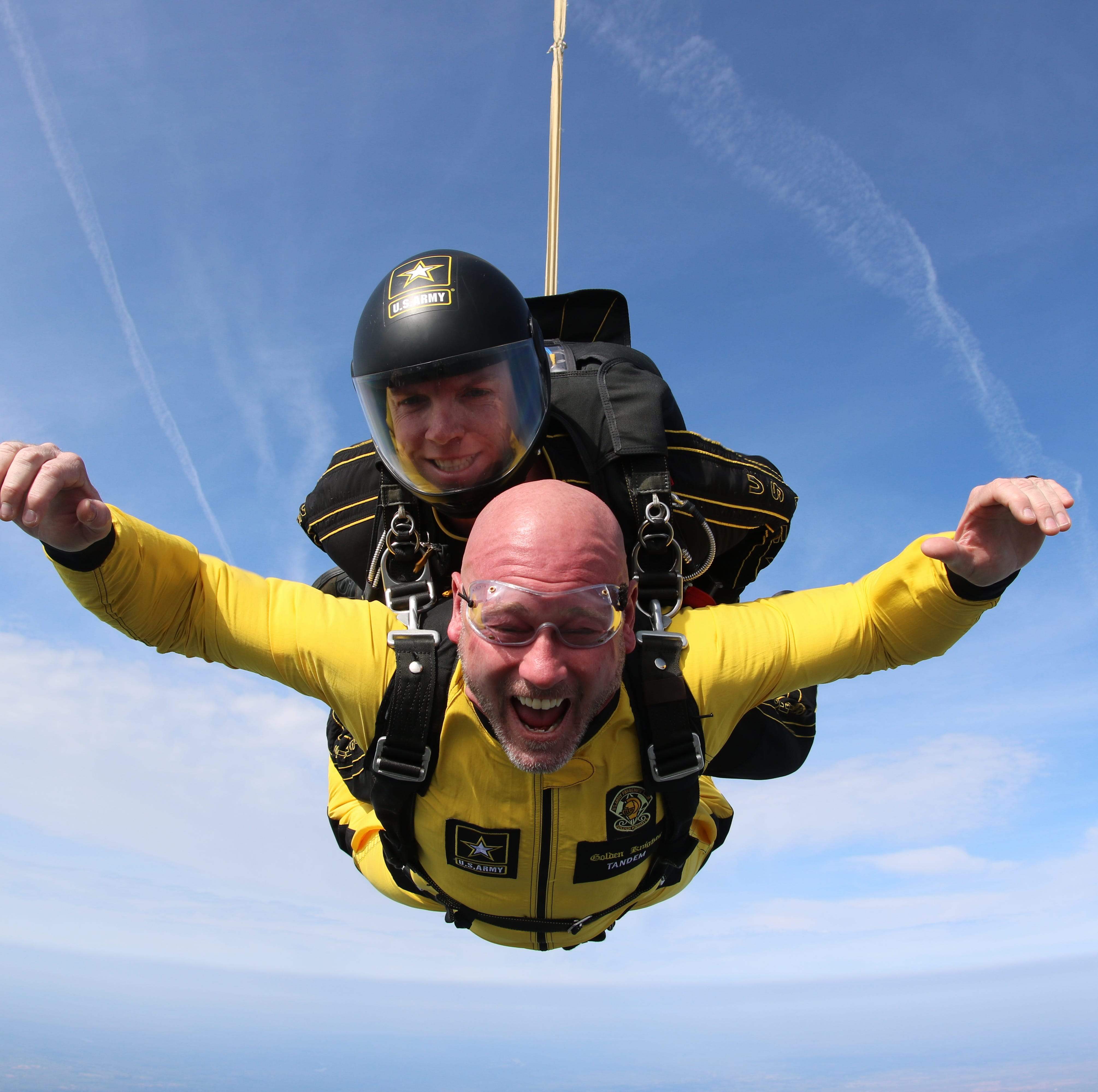 Trent Dilfer, Mark Hudspeth jump from plane with Army Golden Knights