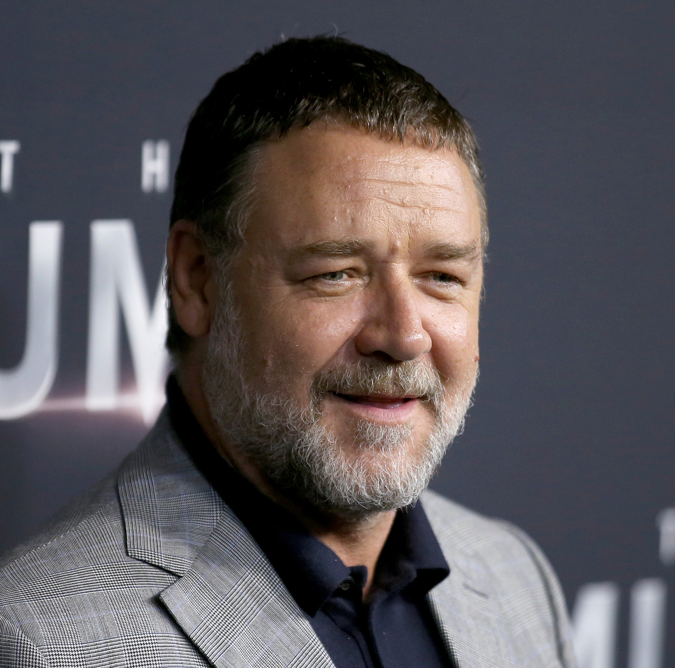 Russell Crowe in Detroit and tweeting