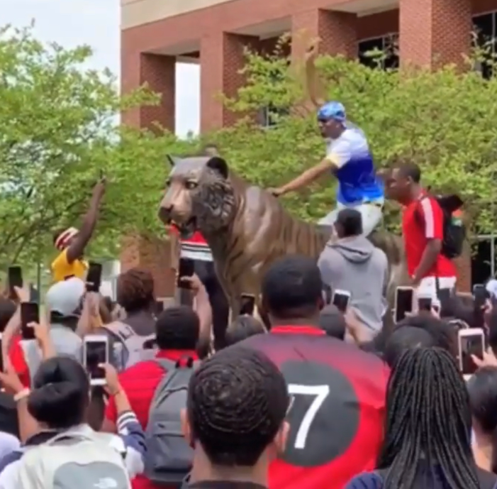 Memphis might get a visit from Lil Nas X after this 'Old Town Road' video