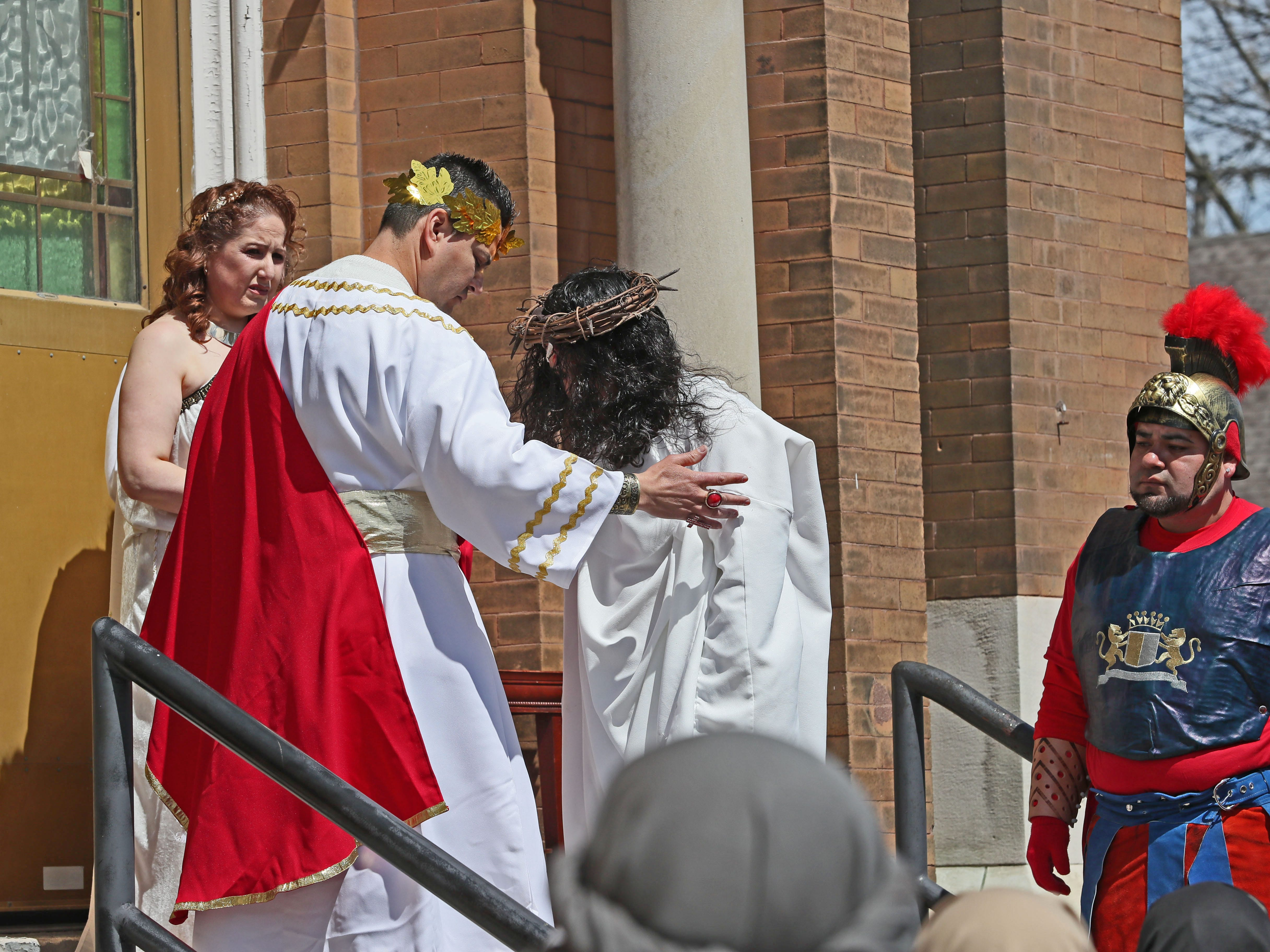 Jesus, played by Pedro Rangel, is judged by Pontius Pilate, left, played by Miguel Tavares.