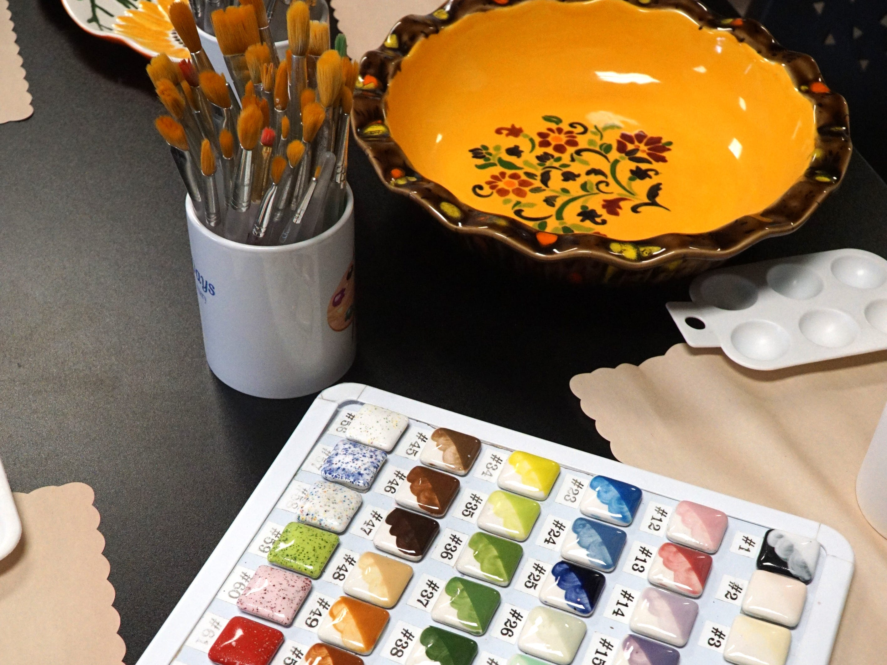 Customers of Glazy Days can grab a pre-made ceramic object, a paint brush and glazing paint to create their works.