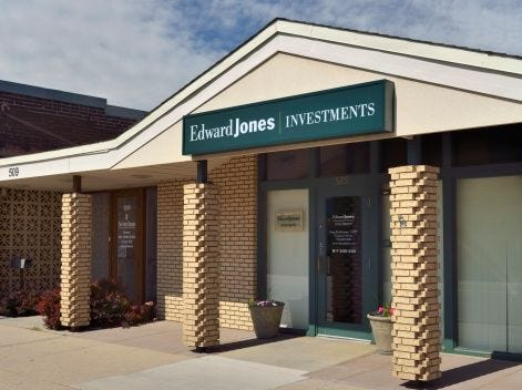 Edward Jones   Investments, financial services   2019 employees: 1,703   2018 employees: 1,702   Ownership: Private   Headquarters: St. Louis   www.edwardjones.com
