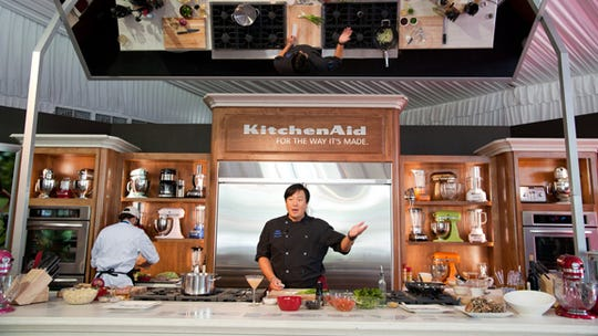 During the Arizona Ultimate Women's Expo, experts in their fields lead interactive activities such as cooking demos.
