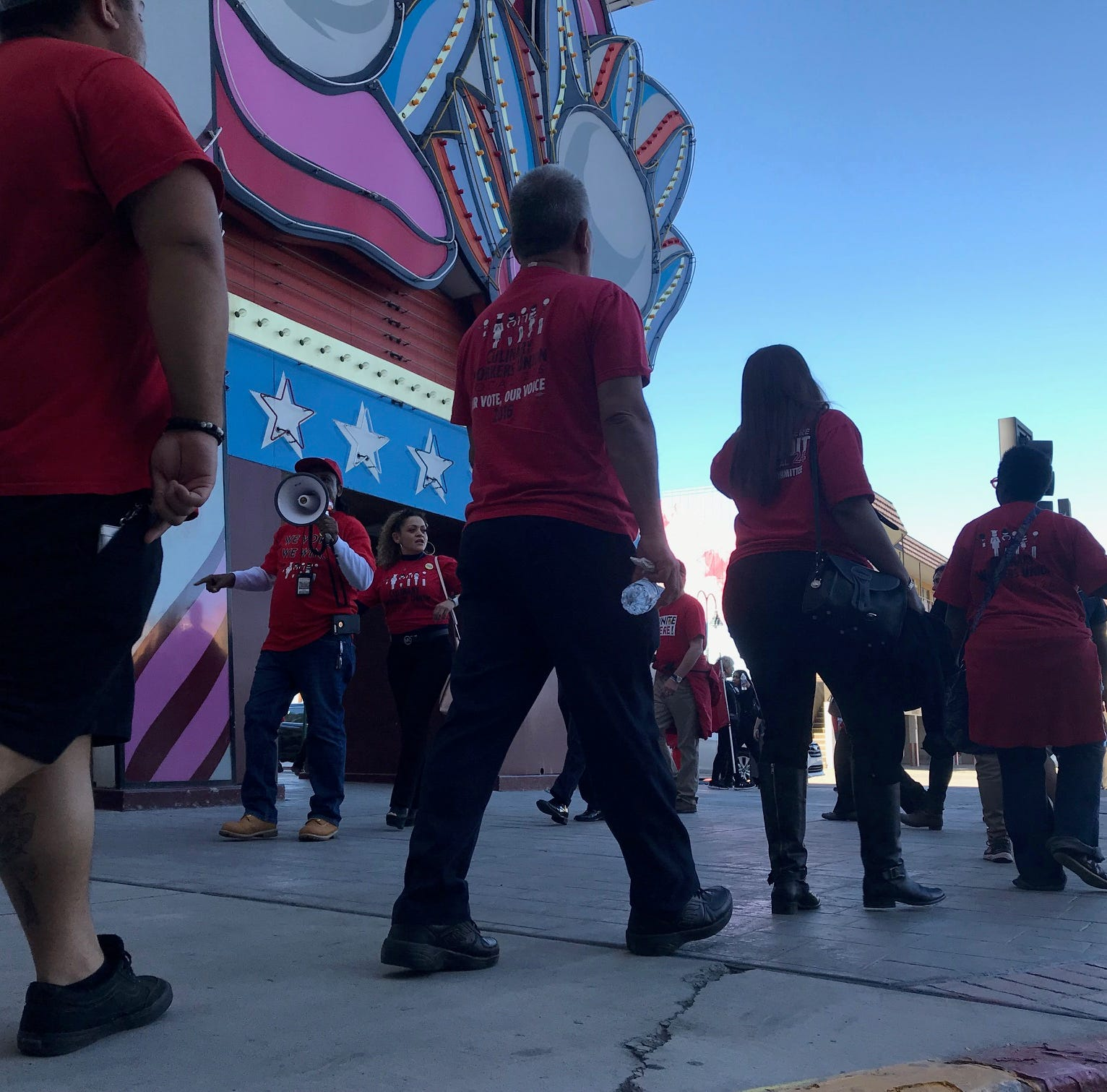 Unions picketing Circus Circus Reno over pay, allege 'aggressive union-busting'