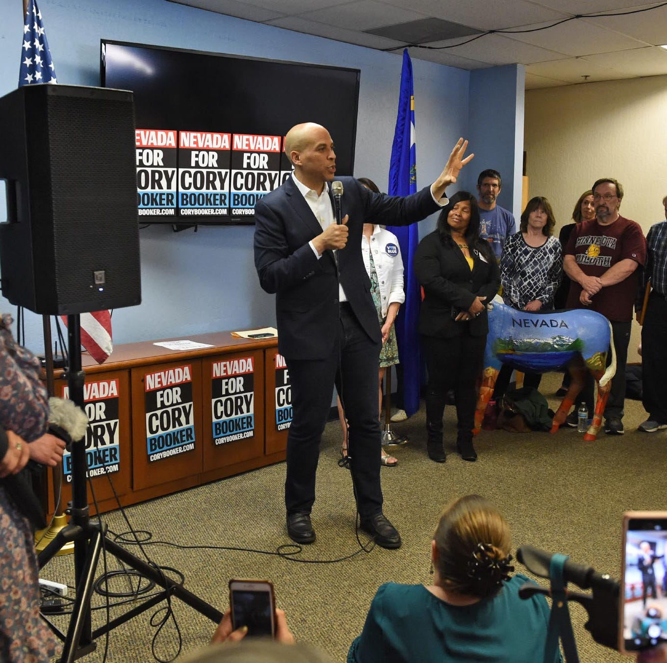 Cory Booker delivers hopeful message to Democratic faithful in Washoe, Douglas counties