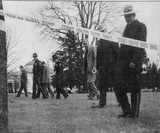 Oregon State Police officers seek clues in front of the Corrections Department administration building in a photo published in the Statesman Journal on Jan. 19, 1989, two days after corrections director Michael Francke was murdered.