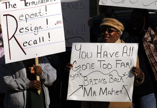 Geneva Robinson protests the firing of Superintendent Tom Maher with about 30 other supporters outside the Indian River County School District offices in Vero Beach on Thursday, December 22, 2005.