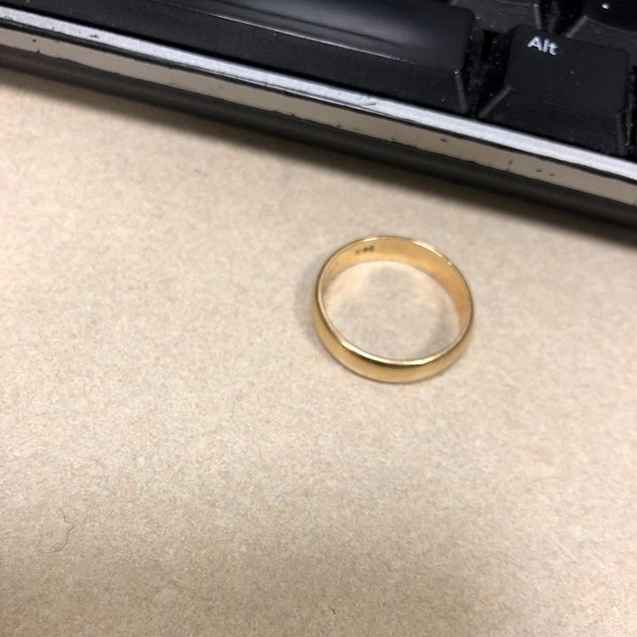 Wedding ring lost at Brick Applebee's; police seek owner