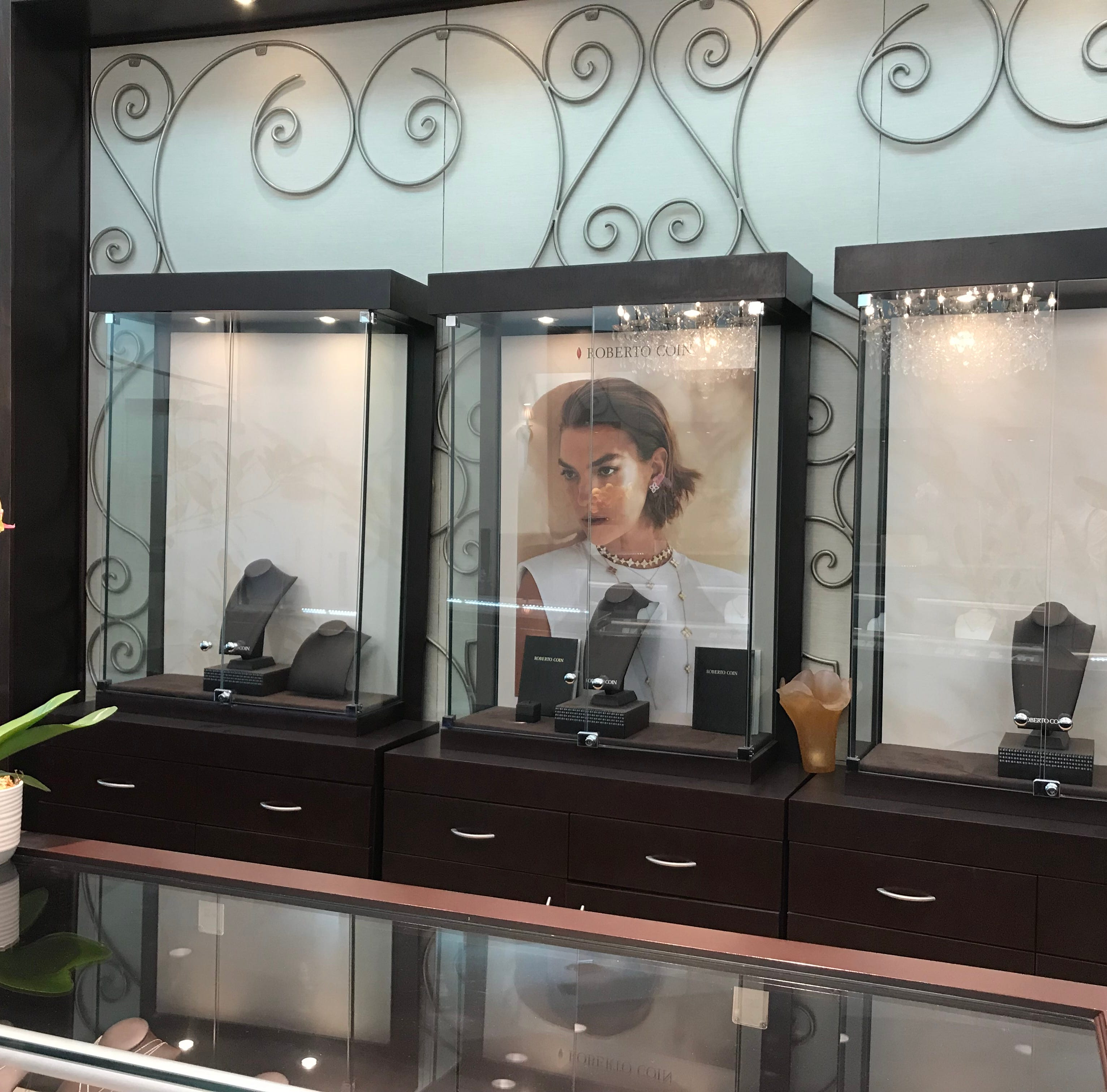 Jeweler believes thieves swiped more than $1M worth of jewelry from Fort Myers store