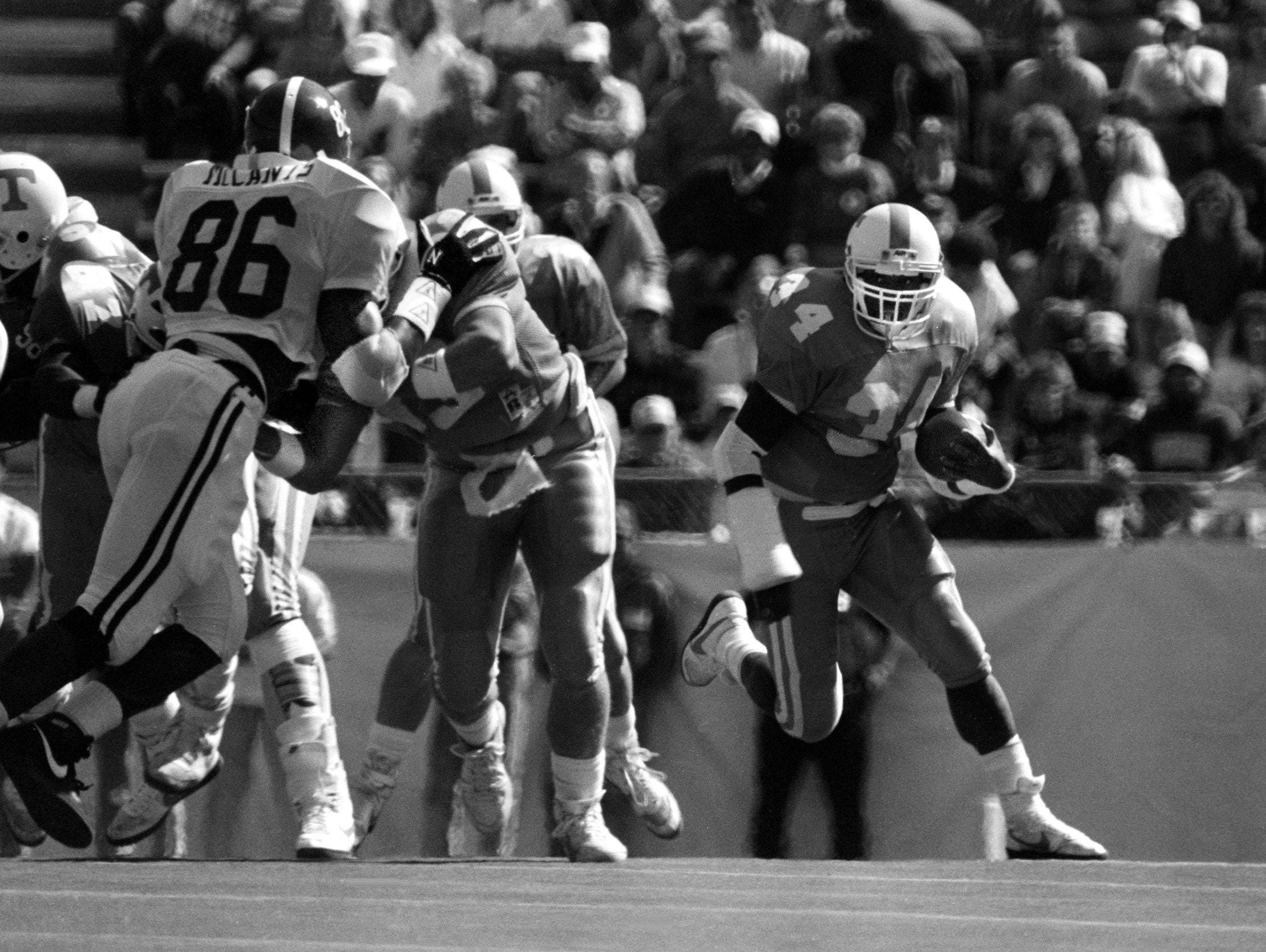Tennesee running back Reggie Cobb (34) gets some daylight going outside against Alabama. The Vols lost their sixth straight of the season, falling 28-20 to Alabama in Knoxville. Staff photo by Ricky Rogers 10/15/1988
