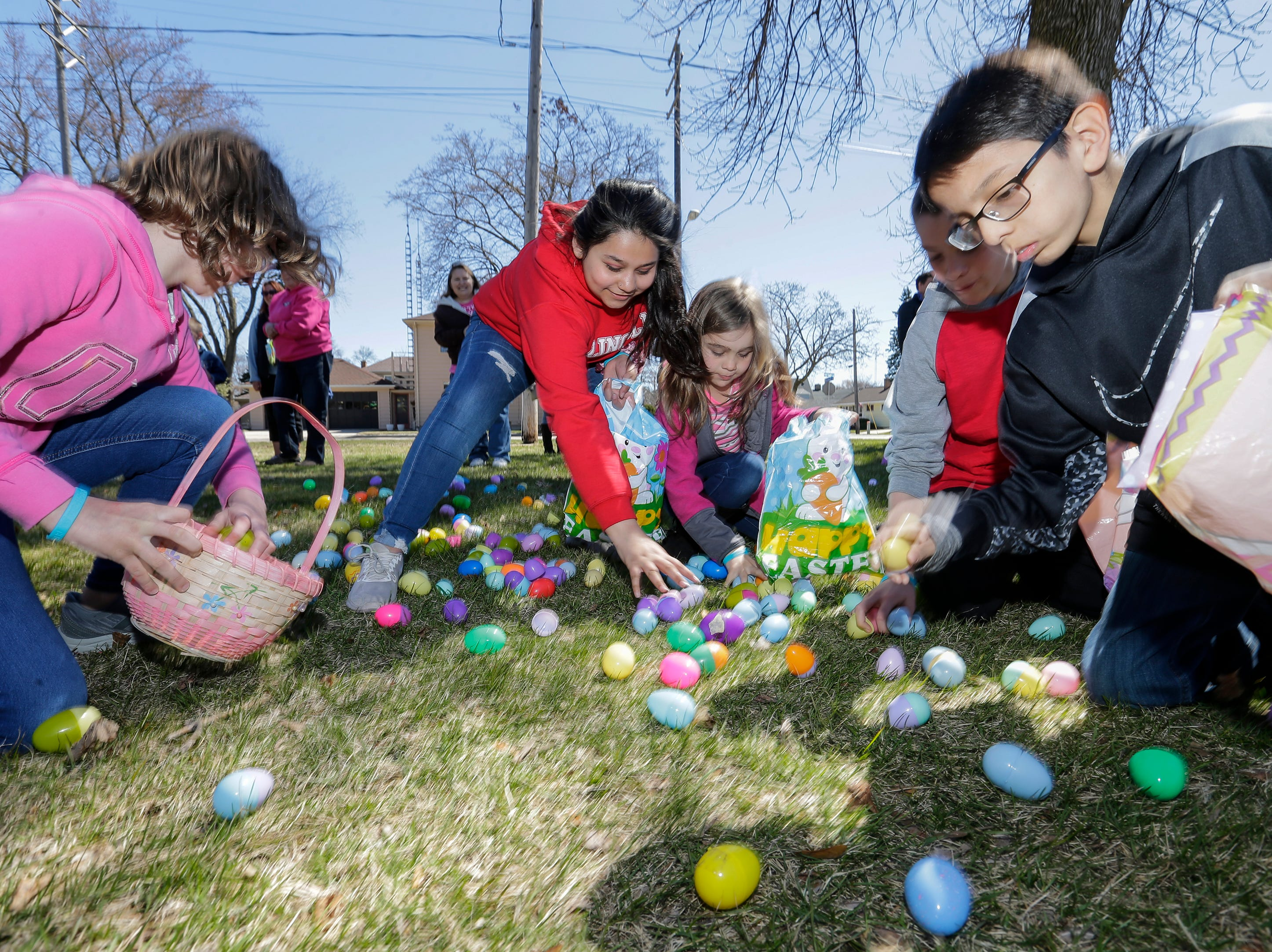Children rush to gather plastic Easter eggs during the Easter Eggstravaganza at Citizen Park Saturday, April 20, 2019, in Manitowoc, Wis. Joshua Clark/USA TODAY NETWORK-Wisconsin