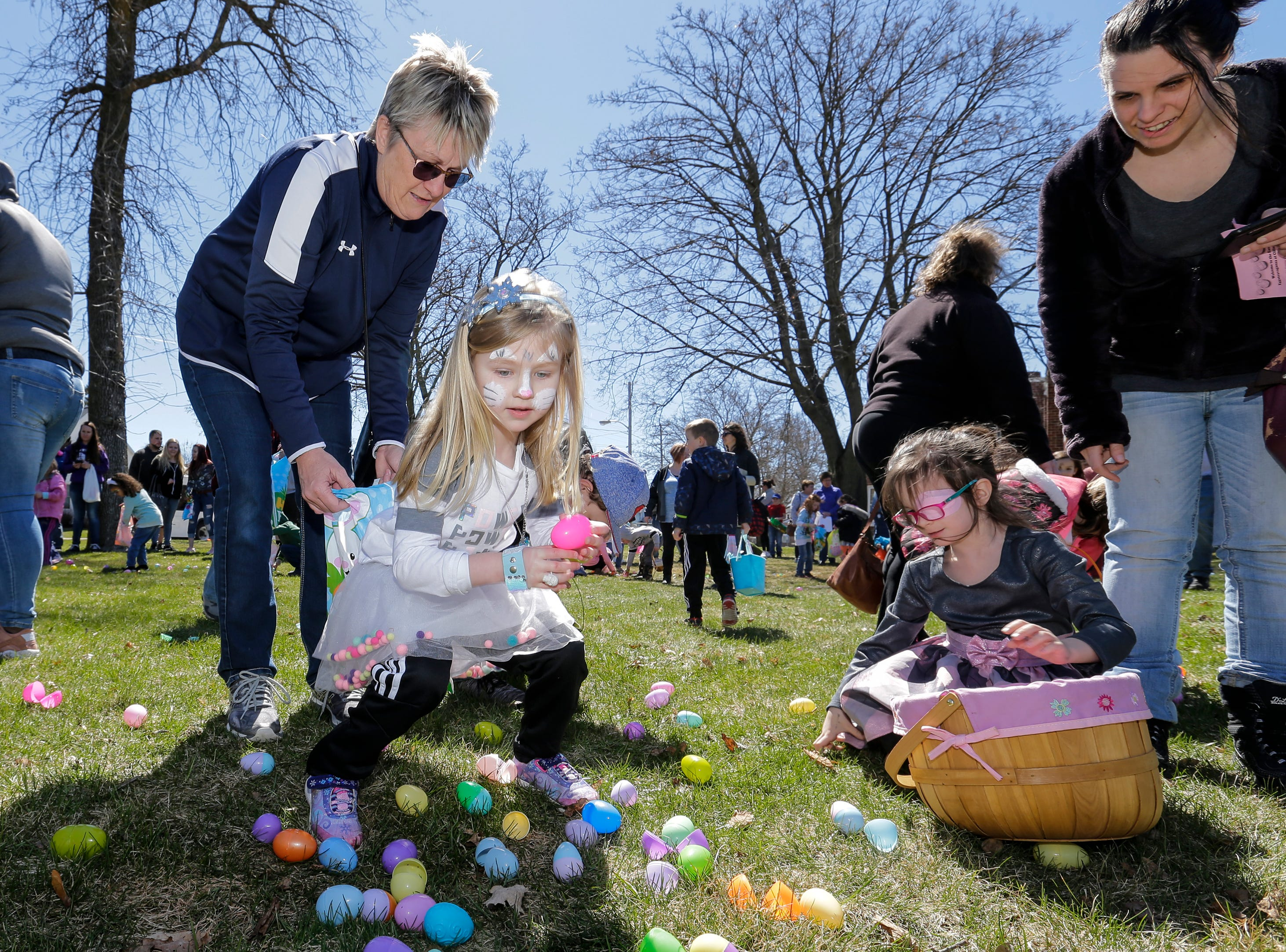 Lily Rysinski, 4, gets help from her aunt Teri Risch during the Easter Eggstravaganza at Citizen Park Saturday, April 20, 2019, in Manitowoc, Wis. Joshua Clark/USA TODAY NETWORK-Wisconsin