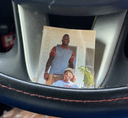 Photo of Mack Wilson's steering wheel, which houses a picture of himself and the late Cameron Pruitt, a 13-year-old Alabama fan that passed away during the 2017 season following a long battle with cancer. (Courtesy photo via Mack Wilson)