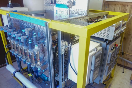 A research facility at the Las Cruces wastewater plant houses a device that uses forward and reverse osmosis to remove water from wastewater treated with algae. The remaining biomass can be used for biofuel or fertilizer.