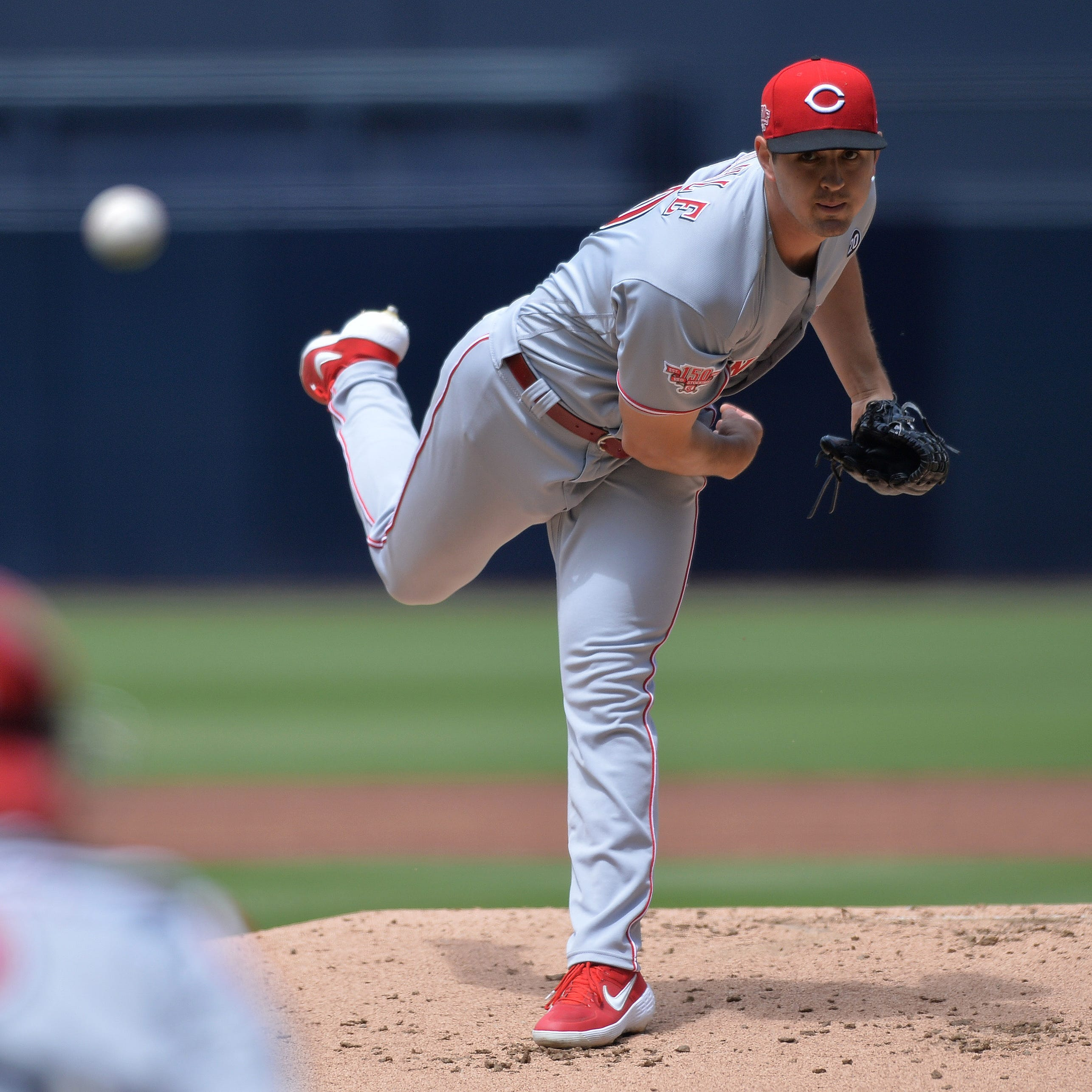 Cincinnati Reds end long road trip with another 1-run loss, searching for more offense